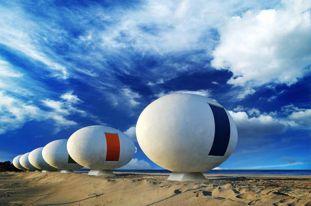 egg-shaped-beach-cabins-in-south-korea-5